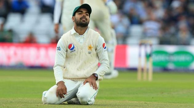 Pakistan were beaten comprehensively by England in the second Test on Sunday and coach Micky Arthur said that they need to have proper discussions about the failure.(AFP)