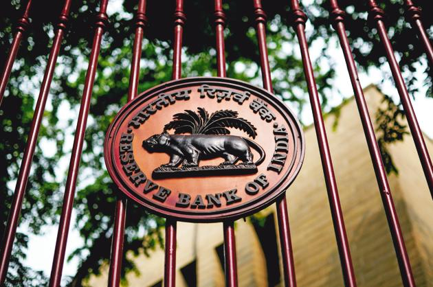 Wednesday's RBI meeting comes one week before a Fed policy session that's expected to increase US rates again.(Pradeep Gaur/Mint)