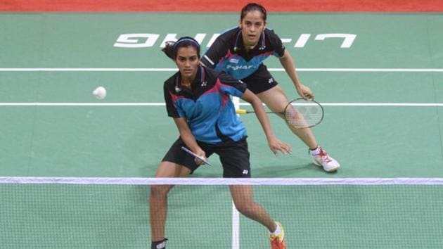 PV Sindhu (L) and Saina Nehwal don't train together under Pullela Gopichand, a report has claimed.(AFP/Getty Images)