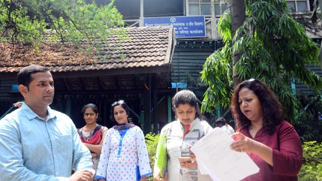 Parents of students studying at Vibgyor high school at the office of the deputy director of education to seek justice on Monday.(Shankar Narayan/HT PHOTO)