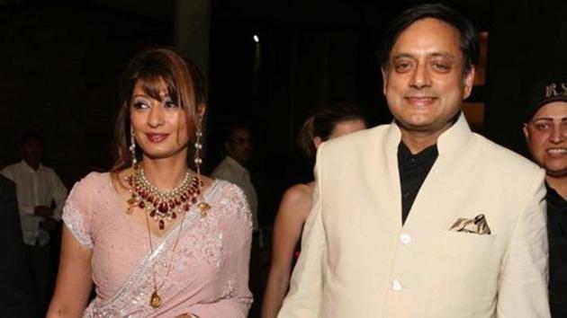 Sunanda Pushkar and Shashi Tharoor during their wedding reception at India Habitat Centre on September 5, 2010 in New Delhi.(Manoj Verma/HT File Photo)