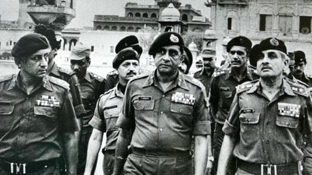 (Left to right) Maj Gen Kuldip Singh Brar, Gen Krishnaswamy Sundarji and Gen A S Vaidya at the Golden Temple after Operation Bluestar.(India Today Group/Getty images)