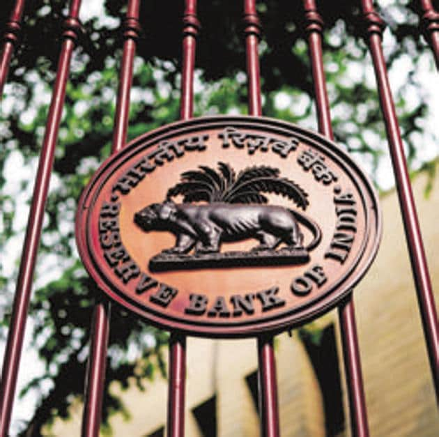 The RBI said profitability of all commercial banks declined, partly reflecting increased provisioning.(Pradeep Gaur/Mint)
