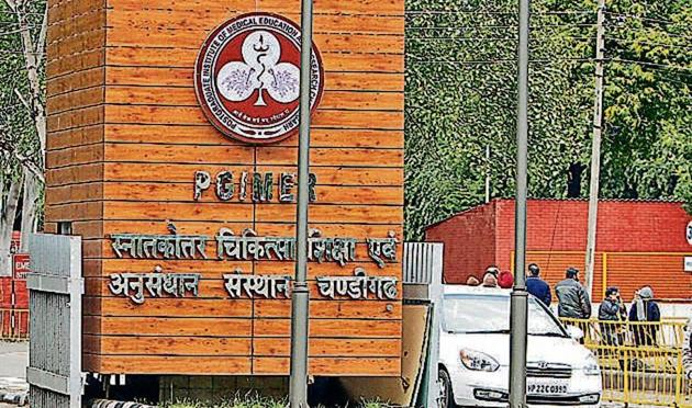 The patient rush at the emergency OPD has increased from 18,000 in 1982 to 1.32 lakh in 2017.(HT File)