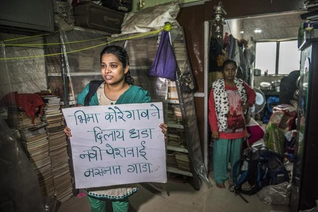 Dalit activists associated with the 'yalgar parishad' holding a protest placard at Sudhir Dhawale's office in Govandi after the Mumbai police arrested him there.(HT Photo)