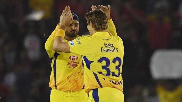 Shane Watson (R) and Harbhajan Singh both played for Chennai Super Kings during the 2018 Indian Premier League (IPL).(AFP)