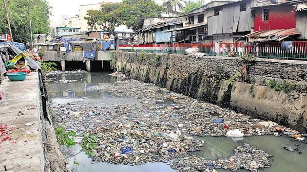 Floating garbage was spotted in Dharavi nullah.(HT)