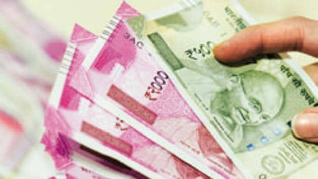 The rupee snapped a two-day drop and ended 0.3% stronger following the RBI's decision on Wednesday.(Hemant Mishra/Mint)