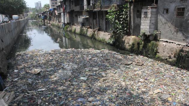Rasraj nullah at Vile Parle was found clogged with floating garbage.(Praful Gangurde/HT)