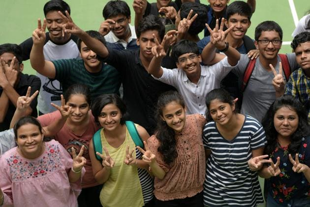 Students celebrate their success after SSC were declared on Friday.(Bachchan Kumar/HT)