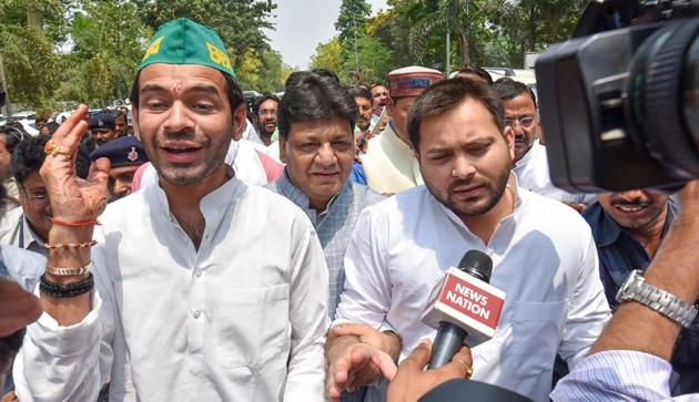 Lalu Yadav's elder son Tej Pratap (left) is apparently unhappy as his younger brother Tejashwi (right) is hogging all the limelight and emerging as a prominent regional leader by carrying on his father's legacy.(PTI)