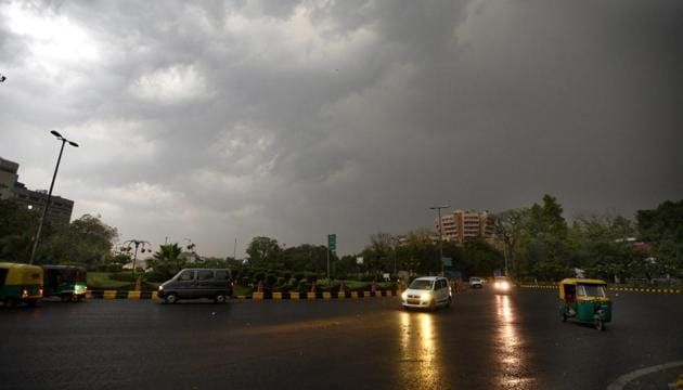 Total blackout during sudden thunder storm and dust storm at Mandi House in New Delhi.(HT Representative Photo)