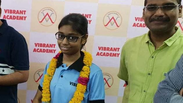 All-India Rank 6 in the JEE Advanced 2018 exam Meenal Parakh said making notes of classroom study, regular revision and hard work were keys to her success.(HT Photo)