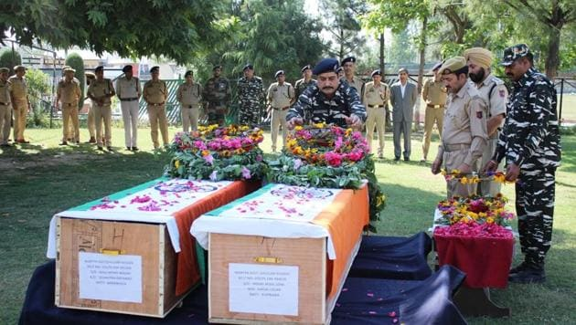 Senior paramilitary officer during wreath laying ceremony of two slain policemen, Ghulam Hassan and Ghulam Rasool at District Police Lines (DPL) in Pulwama, Jammu and Kashmir, India, on Tuesday, June 12, 2018.(HT Photo)