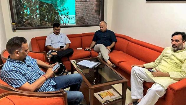 Delhi CM Arvind Kejriwal, deputy CM Manish Sisodia, health minister Satyendra Jain and AAP leader Gopal Rai have been camping in Raj Niwas, the official accommodation-cum-office of Lt. Governor Anil Baijal, since Monday evening.(PTI)