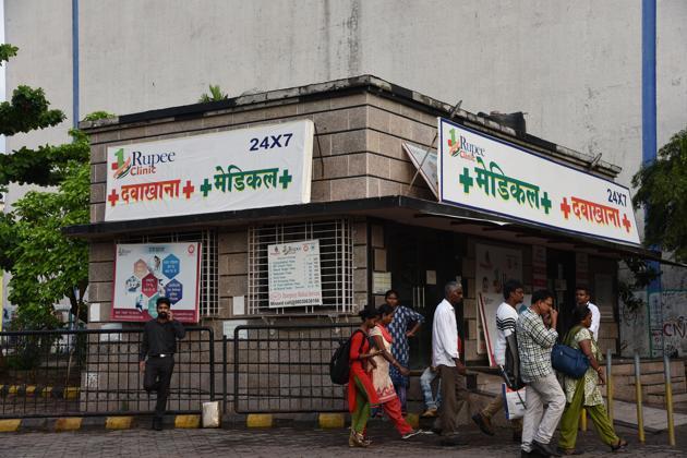 Re1 clinic at Vashi shuts on Friday.(HBachchan Kumar/HT)