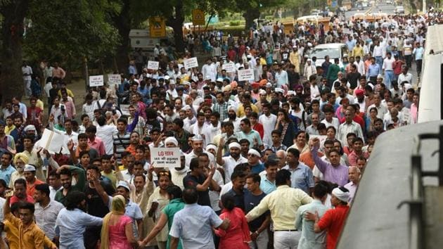 AAP protesters and supporters gathered near Mandi House in New Delhi.(Raj K Raj/HT Photo)