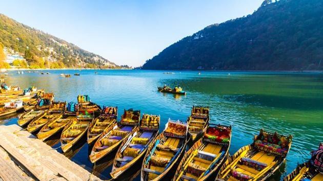 Shikara rides in Naini Lake, Nainital.(Shutterstock)