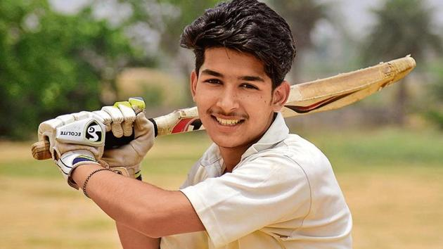Inderjeet Singh, the outgoing head boy of Jasvindera Senior Secondary School, Lalru, loves playing cricket. A humanities student who aspires to be an IPS officer, he is against the reservation system and corruption in India.(HT Photo)