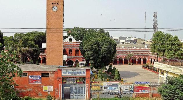The iconic red brick clock tower, named after former principal Nand Lal Kalra, and adjoining Dayanand Hall with a brass bell and flag atop the AS High School campus are difficult to miss as one drives past Khanna on a flyover on National Highway-1 from Ludhiana towards Patiala.(Bharat Bhushan/HT)