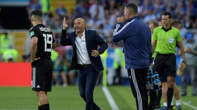 Argentina's coach Jorge Sampaoli has been criticised by Diego Maradona for his tactics which resulted in Argentina managing only a draw against FIFA World Cup debutants Iceland.(AFP)