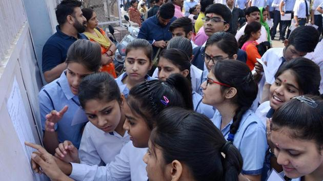 Bihar School Examination Board (BSEB) will declare the result of matriculation or Class 10 board examination on April 26 at 11.30 am, board chairman Anand Kishor said on Tuesday.(PTI file)