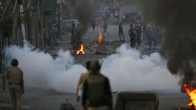 The BJP ended its almost 40-month alliance with the PDP on Tuesday and chief minister Mehbooba Mufti resigned, paving the way for direct Central rule to be overseen by governor NN Vohra.(AP)