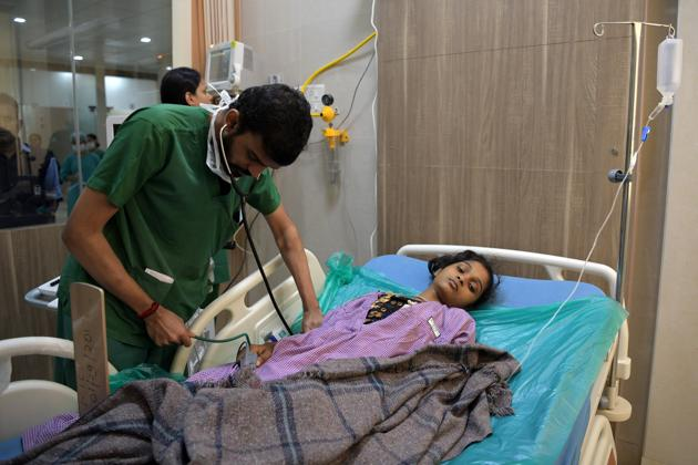 One of the Mahad villagers suffering from food poisoning admitted to DY Patil Hospital, Nerul, on Tuesday.(BACHCHAN KUMAR/HT PHOTO)