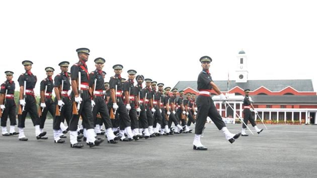 After the China war in 1962, many committees recommended lateral moves into the civil services and central police forces. The ethos of discipline, diligence and military professionalism would enrich these entities no end, these committees felt(Vinay Santosh Kumar/Hindustan Times)