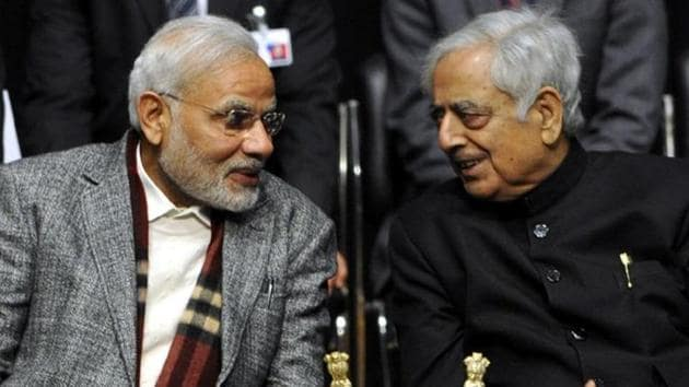Prime Minister Narendra Modi with former Jammu & Kashmir chief minister Mufti Mohammad Sayeed(Nitin Kanotra/HT)