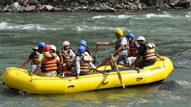 Uttarakhand high court has banned the water sports till the administration puts in place a policy to regulate them.(HT File Photo)