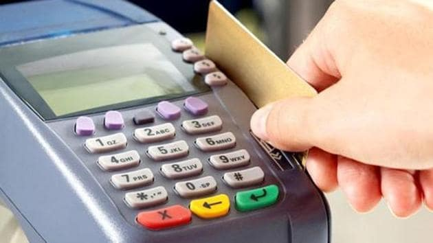The police have seized 51 swiping machines, 65 duplicate credit and debit cards, card readers and several cheque books from the accused.(HT File Photo)
