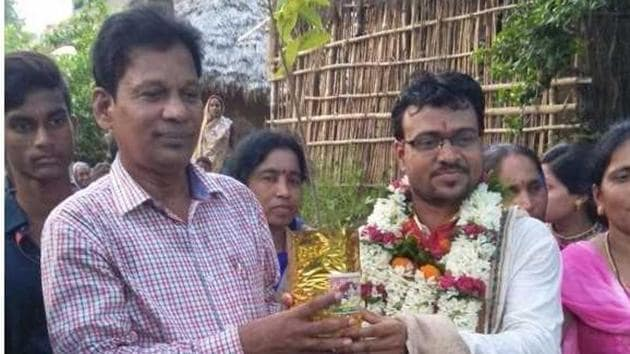 Sarojkanta Biswal asked his father-in-law to give him 1001 saplings of fruit-bearing trees when the latter insisted on giving dowry.(HT Photo)