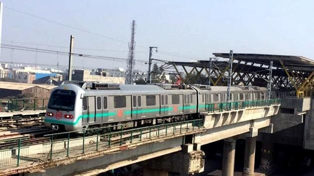 The DMRC said on Friday that services will start on the 11.8-km extension of the Green Line (Inderlok/Kirti Nagar to Mundka) from 4pm on Sunday.(HT File Photo)