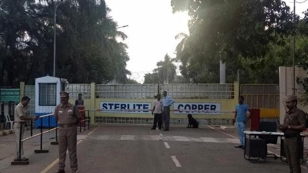 Police stand guard outside a copper smelter controlled by Vedanta Resources in Thoothukudi, Tamil Nadu.(Reuters File Photo)