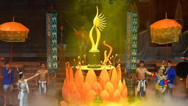 Thai performers in traditional costume present the opening act during the IIFA Awards of the 19th International Indian Film Academy (IIFA) festival at the Siam Niramit Theatre in Bangkok.(AFP)