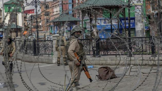 Paramilitary soldiers are seen through barbed wire in Srinagar on May 19, 2018.(AP File Photo)