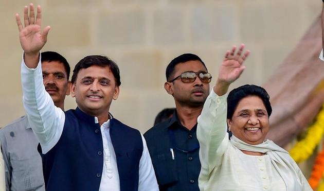 Samajwadi Party leader Akhilesh Yadav with Bahujan Samaj Party leader Mayawati's alliance (BSP-SP) could well define the nature of the 2019 campaign and outcome.(PTI)