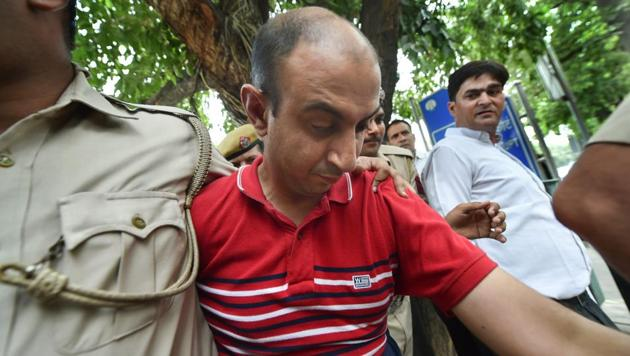 Accused Army Major Nikhil Rai Handa being taken by police to be produced at Patiala Court, after his arrest in relation with the alleged murder of a fellow army Major's wife, in New Delhi on Monday.(PTI Photo)