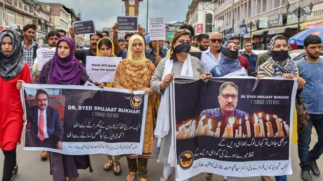 Journalists hold placards during a silent protest march against the killing of Rising Kashmir newspaper editor-in-chief Shujaat Bukhari, in Srinagar on Tuesday.(PTI)