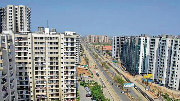 Last fiscal, the total disbursements of housing loans by PSBs and HFCs in 2017-18 also showed a growth of 33 % (Rs 3 lakh crore) as against Rs 3.2 lakh crore in 2016-17.(HT Photo)