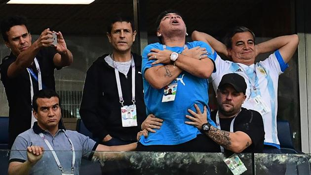 Former Argentina forward Diego Maradona (C) celebrates the opening goal during the FIFA World Cup Group D football match between Nigeria and Argentina at the Saint Petersburg Stadium.(AFP)