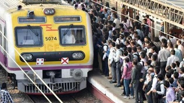 A 24-year-old was killed while a 59-year-old suffered injuries on Mumbai's central line on Friday.(HT File Photo/Used for representational purpose)