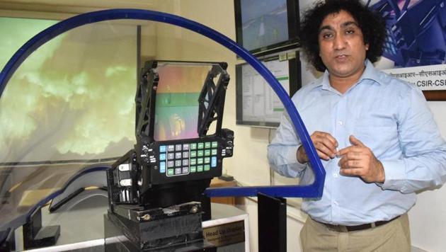 Vinod karar with the head-up display, designed by CSIR-CSIO, in Chandigarh.(Sikandar Singh Chopra/HT)