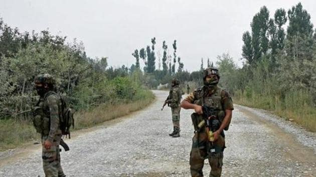 Locals said personnel of the army and police's special operation launched the operation at Chatpora locality of Pulwama town soon after the Friday prayers following information about the presence of militants in the house.(PTI file photo)