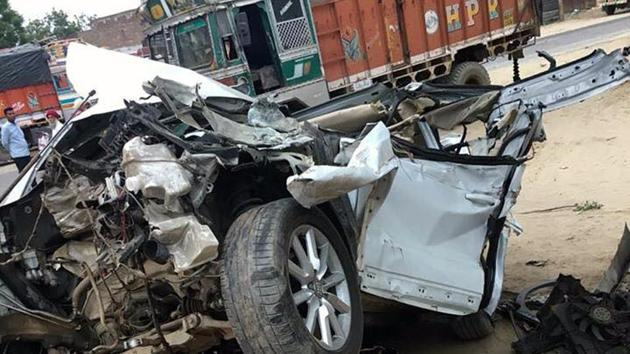 PIn Bikaner, 20 persons were injured in a collision between a truck and a bus on the Bikaner-Jodhpur Highway.(HT Representative Photo)