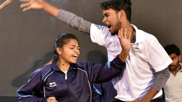 A trainer and a school girl participating in the self-defence combat skills during the Delhi Police (Southern Range) programme towards empowering women in New Delhi, India on Tuesday, December 26, 2017.(Sonu Mehta/HT PHOTO)