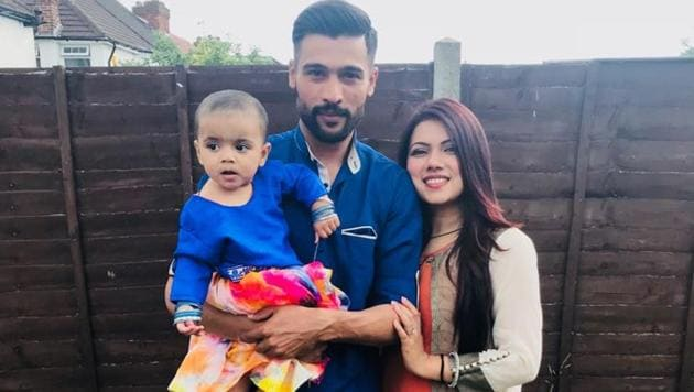 Pakistan pacer Mohammad Amir with wife Narjis and their child.(Narjis Amir/Twitter)