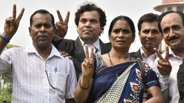 Parents of the December 12 gangrape case and others show victory sign after Supreme Court's verdict in New Delhi on Monday, July 09, 2018. The court upheld the death sentence of three of the four convicts in the case.(Sonu Mehta/HT PHOTO)