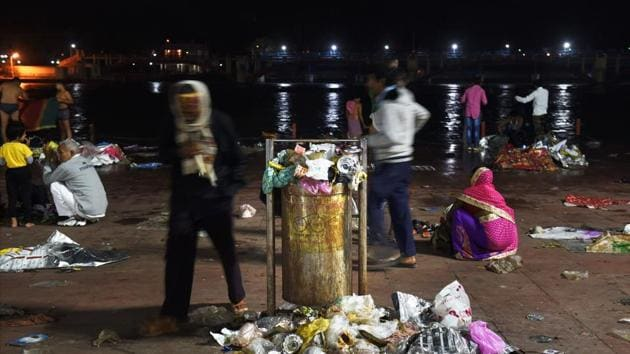 A Ganga ghaat is left littered with clothes, plastic sheets and other garbage.(PTI File)